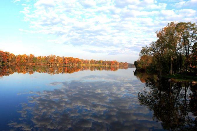 800px-Red_Millpond_River_Raisin_Tecumseh_Michigan